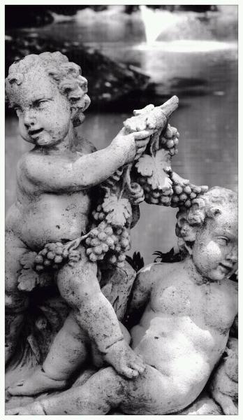 statue-cherubs-259273_10150638123110174_723090173_19136918_7501590_o