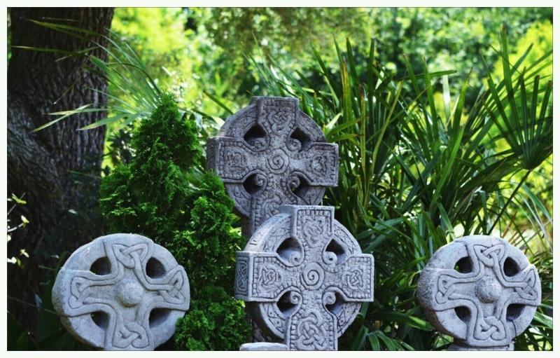 statues-celtic-crosses-243518_10150638122475174_723090173_19136907_1171764_o